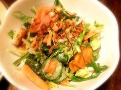 柿をどんどん食べる - 4件のもぐもぐ - 柿と水菜とフェンネル入りコールスローサラダ フェンネル オニオンフライ添え by toki69
