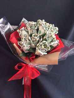 money bouquet with red ribbon Money Rose, Money Lei, Money Origami, Money Bouquet, Gift Bouquet, Money Flowers, Diy Flowers, Money Creation, Creative Money Gifts