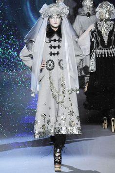 Sfilata John Galliano Parigi - Collezioni Autunno Inverno 2009/2010 - Vogue
