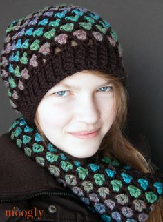 Moroccan Midnight Slouch Hat is the perfect accompaniment to the Morocccan Midnight Cowl. Both of these are free patterns!!