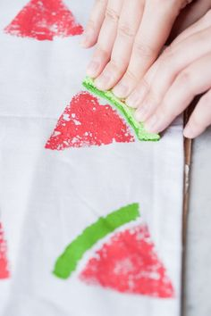 Dress up your summer parties or your patio table with these darling DIY watermelon print napkins! Get the tutorial at The Sweetest Occasion Watermelon Party Decorations, Watermelon Centerpiece, Watermelon Crafts, Watermelon Birthday Parties, Diy Party Decorations, Watermelon Carving, Watermelon Ideas, Diy Back To School Supplies, Baby Shower Watermelon