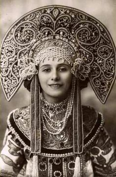 la ballerine Anna Pavlova en habits traditionnels russes