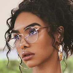 Cute Girl With Glasses, People With Glasses, Glasses Frames Trendy, Stylish Glasses For Women, Women In Glasses, Circle Glasses Frames, Glasses For Girls, Clear Circle Glasses, Clear Glasses Frames Women