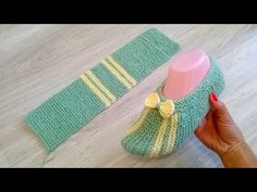 How To Start Knitting, Easy Knitting, Easy Crochet Slippers, Contemporary Embroidery, Knit Shoes, Yarn Crafts, Arm Warmers, Lana, Sewing Projects