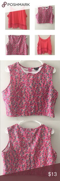 2 FOR 1 CROPPED TOPS READY FOR SPRING/SUMMER TOP 1- XL FLOWER CROPPED SHIRT.                                              TOP 2- XL CORAL CROPPED SHIRT. Tops Crop Tops
