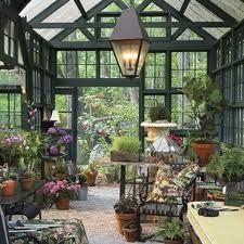 Jardín de invierno de la casa de campo por dentro