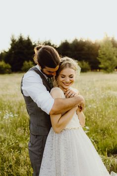 whimsical rustic garden wedding | image via: rock n roll bride