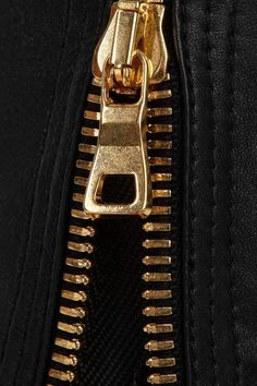 Gold zip on black leather. Lila Gold, Purple Gold, Black Gold, Black Leather, Black White, Dali, Or Violet, Or Noir, Gold Aesthetic