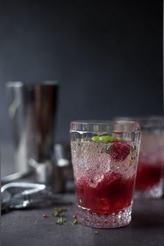 Raspberry Smash - Cocktail mit Gin, Himbeeren und Limette.