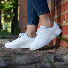 adidas advantage clean white Adidas Neo, Adidas Shoes, Look Girl, Sports Shoes, Adidas Stan Smith, Photo Poses, Shoe Game, Trainers, Fashion Inspiration