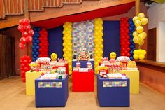 Wow, what a nice backdrop for a lego party