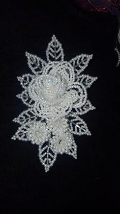 Seed Bead Flowers, French Beaded Flowers, Beaded Flowers Patterns, Beading Patterns, Bead Embroidery Jewelry, Beaded Embroidery, Beaded Jewelry Designs, Baby Girl Crochet, Hair Beads