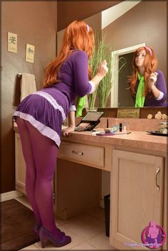 Daphne Blake From Scooby Doo Cosplay Is Unbelievably Hot Daphne Blake, Daphne And Velma, Epic Cosplay, Cosplay Outfits, Cosplay Girls, Cosplay Costumes, Awesome Cosplay, Nylons, In Pantyhose