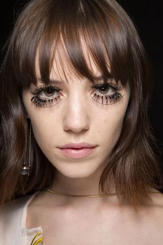 The Most Showstopping Beauty Looks from London Fashion Week | StyleCaster