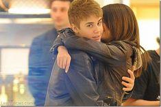 Selena Gómez perdió la virginidad con Justin Bieber - http://www.leanoticias.com/2014/02/05/selena-gomez-perdio-la-virginidad-con-justin-bieber/