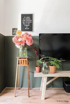 Binnenkijken in een groen huis met een dahlia tuin ©BintiHome-33