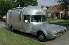 Airstream motorhome on an Oldsmobile Toronado Truck Camper, Mini Camper, Camper Trailers, Tiny Trailers, Camper Van, Vintage Airstream, Vintage Travel Trailers, Vintage Campers, Vintage Rv