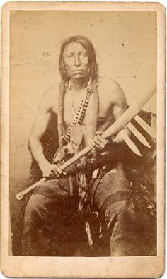 Sans Arc headman Spotted Eagle with war club n. Native American Proverb, Native American Beauty, American Indian Art, Native American History, Native American Indians, Battle Of Little Bighorn, Native Indian, Native Art, First Nations