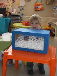 Risultato immagini per thema dozen ons peuterklasje Sensory Boxes, Sensory Play, Montessori Activities, Preschool Activities, Winter Thema, Winter Activities, Winter Fun, Games For Kids, Kids Playing