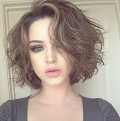 Messy bob hairstyles are super chic, convenient, trendy and easy to style. All you need is to get a flattering bob haircut and select the right hair product for your hair type. Naturally wavy hair is the direct indication for… Continue Reading → Haircuts For Wavy Hair, Messy Bob Hairstyles, Round Face Haircuts, Hairstyles For Round Faces, Short Curly Hair, Short Haircuts, Short Messy Bob, Medium Curly, Hairstyle Men