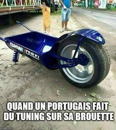 When a Portuguese tuning on his wheelbarrow blague humor Video Humour, Portugal, Image Fun, Wheelbarrow, Funny Art, Portuguese, Funny Pictures, Lol, Jokes