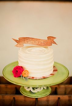 One-Tier Cake with Wooden Topper... Love the simple cake... but 3 tiers? no wooden topper.