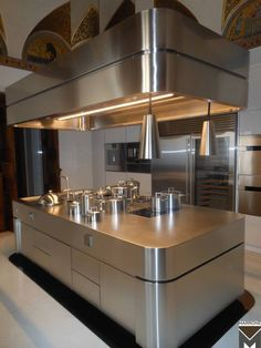 www.stainlesssteeltile.com likes this commercial kitchen- Beautiful Marrone Stove
