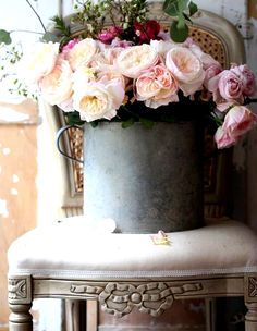 Likes, 69 Kommentare - French Country Cottage ( auf Ins . My Flower, Flower Vases, Fresh Flowers, Beautiful Flowers, Flower Shower, Ivy House, French Country Cottage, Country Farmhouse, The Secret Book