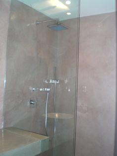 Protection d'une douche à l'italienne en résine époxy