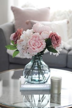 Fantastic modern living room ideas are offered on our internet site. Have a look and you wont be sorry you did. Flower Room Decor, Flower Decorations, Living Room Decor With Flowers, Home Upgrades, Blush Living Room, Classy Living Room, Spring Home Decor, Modern Farmhouse Decor, Faux Flowers