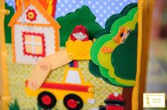 Fire Station House Fire Page; This is an amazing quiet book. In another language but lots of pics. Book Crafts, Felt Crafts, Quite Book Patterns, Quiet Time Activities, Felt Quiet Books, Books For Boys, Toddler Books, Book Quilt, Busy Book