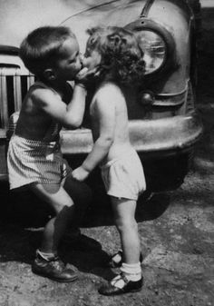 Funny pictures about Innocent kiss. Oh, and cool pics about Innocent kiss. Also, Innocent kiss photos. I Smile, Make Me Smile, Young Love, Young Man, Stay Young, Jolie Photo, Tandem, Little People, Black And White Photography