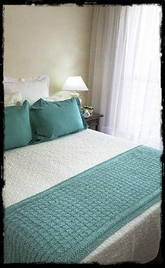 Crochet Furniture, Bed Runner, Knitted Blankets, Crochet Crafts, Bed Sheets, Decorative Pillows, Mattress, Decoration, Living Room