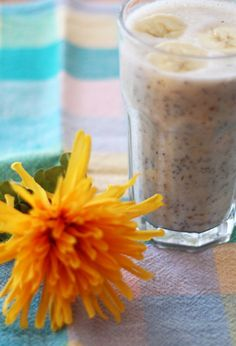 Banana Pie Smoothie This smoothie is dairy-free, gluten-free and really easy to make. It's got healthy ingredients and makes the perfect afternoon snack or breakfast addition. Low Sugar Smoothies, Healthy Smoothies, Healthy Drinks, Healthy Snacks, Sugar Free Recipes, Vegan Recipes, Banana Pie, Dairy Free Breakfasts, Healthy Afternoon Snacks