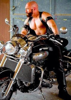 Hot Man, Let's ride together sometime. Biker Leather, Leather Gloves, Leather Men, Leather Jackets, Leather Pants, Bald Men, Biker Style, Perfect Man, Bearded Men