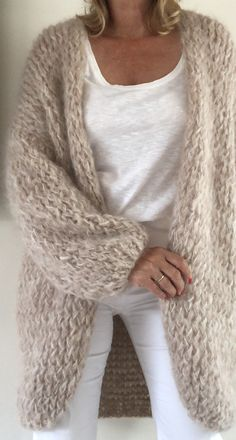 Knit Cardigan Pattern, Sweater Knitting Patterns, Easy Knitting, Hand Knitted Sweaters, Mohair Sweater, Wool Cardigan, Knitwear Fashion, Knit Fashion, Handgestrickte Pullover