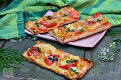 RETETE RAPIDE - CAIETUL CU RETETE Mini Cupcakes, Vegetable Pizza, Picnic, Vegetables, Food, Pie, Essen, Picnics, Vegetable Recipes