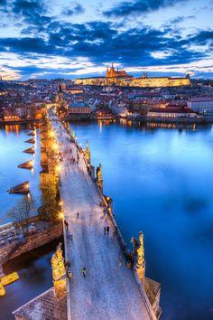 Anochecer checo en el Puente de Carlos, Praga ❤️