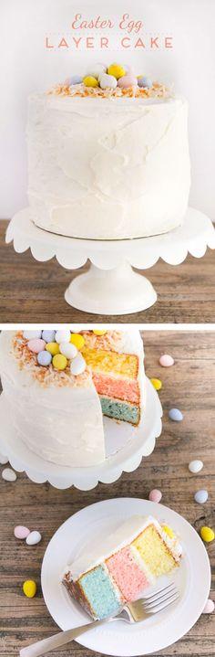 Easter Egg Layered Cake - Un gâteau coloré de vanille garni de beurre fouetté et décoré de noix de coco grillée et des mini oeufs Cadbury.  Le showstopper parfait pour votre fête de Pâques!