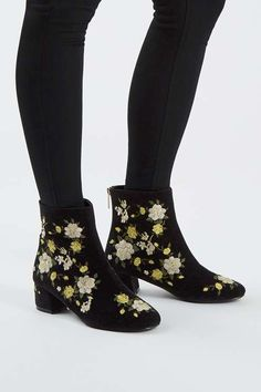 The BLOSSOM embroidered boots are a fresh pick for Autumn. Fully embellished in a gorgeous white & yellow flower embroidery, this black heeled boot is a lovely finish to an all-black outfit. Black Heel Boots, Heeled Boots, Shoe Boots, Ankle Boots, Oxfords, Mode Shoes, Embroidery Fashion, Flower Embroidery, Shopping