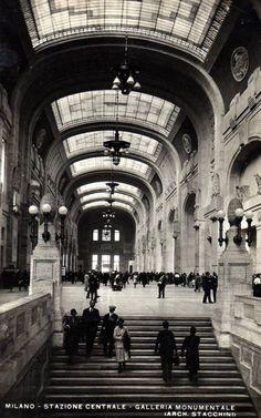 litaliachefu:  Stazione Centrale, Milano, anni '30