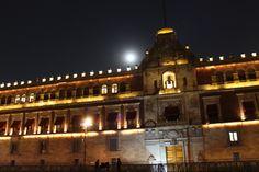Titulo: Palacio Nacional y la luna Autor: Galán Oropeza Karina Fernanda  Av: 3.5 Tv: 4'' ISO: 100