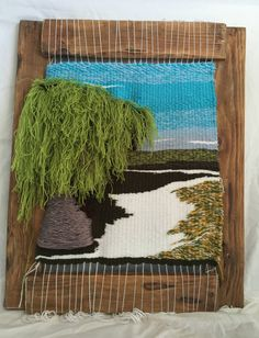 Loom with shades of green with a size of 50 x which captured one of the most beautiful roads of my Galicia homeland, with their various shades of green of the fields, framed with wooden crafted Weaving Wall Hanging, Weaving Art, Weaving Patterns, Loom Weaving, Tapestry Weaving, Colchas Quilt, Art Techniques, Textile Art, Needle Felting