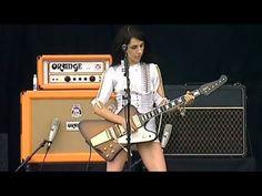 PJ Harvey - Dress - HD Live (V Festival 2003 - August 17th, 2003 - Hylands Park, Chelmsford, Essex, U.K.). Polly Jean Harvey, Rob Ellis, Mick Harvey. - Gets me going!