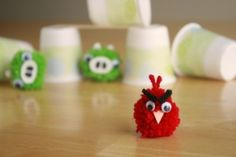 Angry birds game from homemade pompoms. My brother LOVES Angry birds! Kids Crafts, Craft Activities For Kids, Crafts To Do, Projects For Kids, Craft Projects, Craft Ideas, Kids Diy, Toddler Crafts, Cumpleaños Angry Birds