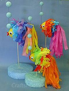 Here's a bright, whimsical centerpiece idea for a pool party, beach luau, or other summertime get-together.