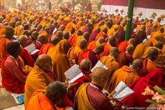 Bodhgaya, Budismo, Budhism, India, Travel photography India Travel, Laos, Travel Photography, Pumpkin, Buddhism, Fotografia, Pumpkins, Squash, Travel Photos
