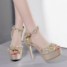 Fancy Shoes, Pretty Shoes, Beautiful Shoes, Wedding Shoes Heels, Prom Heels, Fashion Heels, Shoes World, Girls Shoes, Sandals