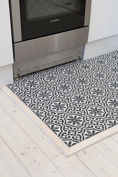 Nice solution for a floor kitchen: mix wood and tiles