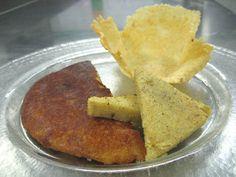 FRICO con la polenta. Il frico friabile viene fatto con il formaggio grana, il frico morbido con il formaggio di circa 4 /5 mesi